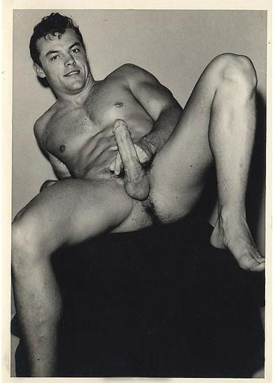 http://uncut.rainbow17.free.fr/vintage/treasure-trove/Bruce%20of%20LA/Hugh%2520Pendleton%2520ca1950s.jpg