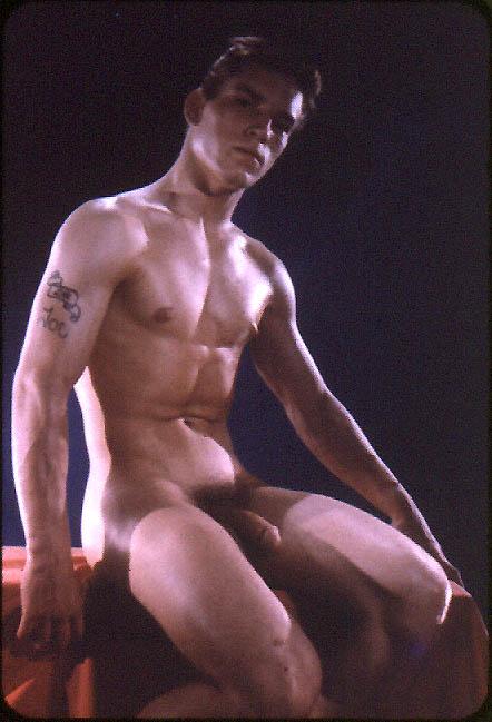 http://uncut.rainbow17.free.fr/vintage/treasure-trove/Bruce_of_LA/BLA1025-5.jpg