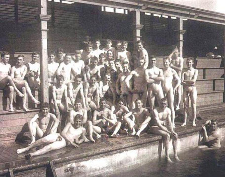 http://uncut.rainbow17.free.fr/vintage/treasure-trove/uncuts/30s%20uncut%20swimmers%20team%20posing%20on%20riverside%20(dbln).jpg